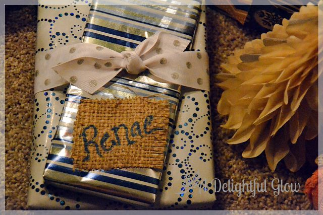 christmas-gifts-with-burlap-name-tags-12